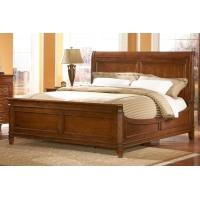 Широкая деревянная кровать